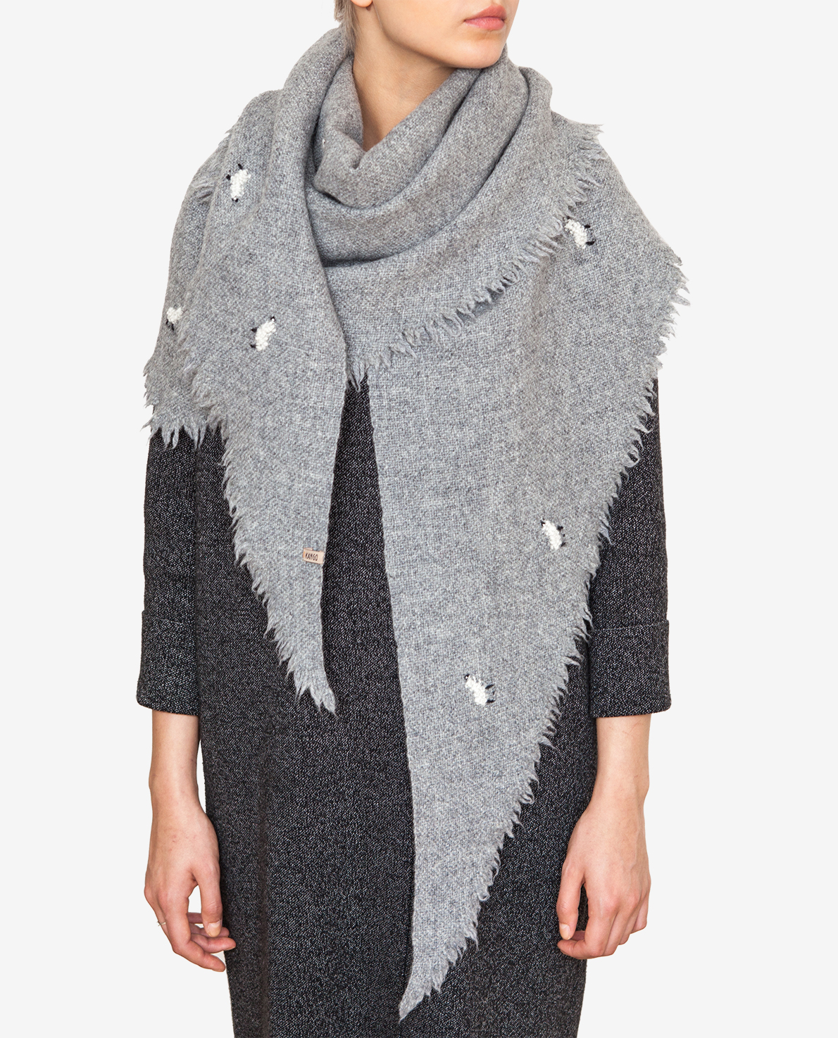 Shawl with white sheep